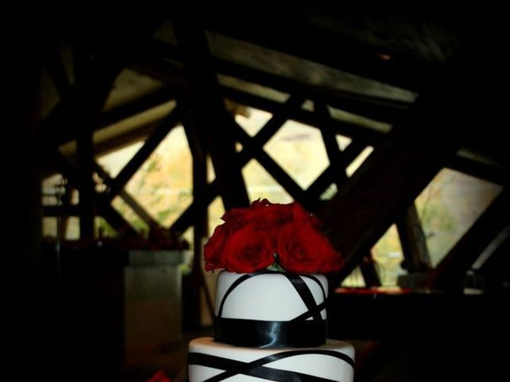Tmx 1451261269839 Black Ribbon And Roses Wells wedding cake
