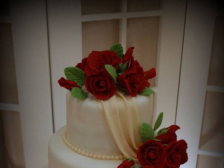 Tmx 1451261511998 Red Sugar Roses   Copy   Copy Wells wedding cake