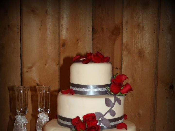 Tmx 1451261539998 Roses   Copy   Copy Wells wedding cake