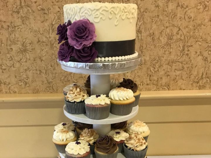 Tmx 20s Cupcakes 51 904866 Wells wedding cake