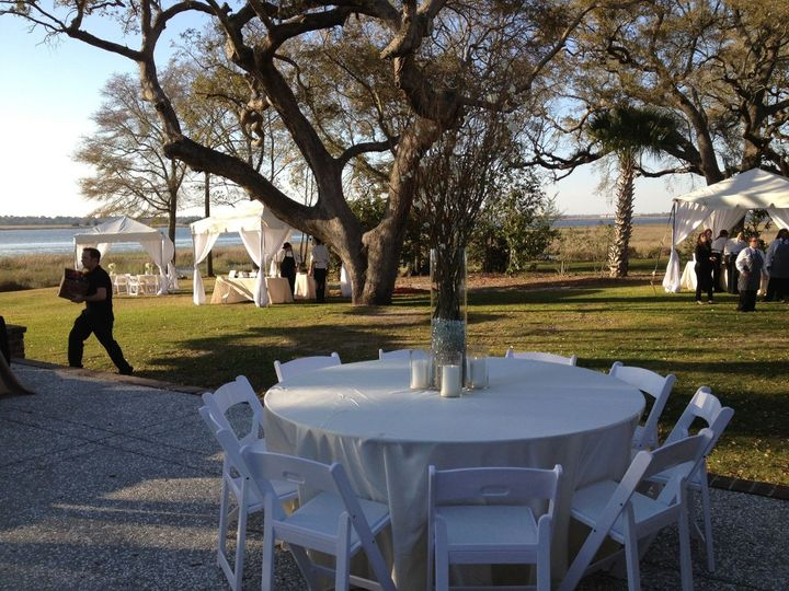 Tables were set up on the grounds of the plantation.