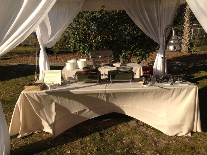 No Charleston wedding is complete without a shrimp and grits station!