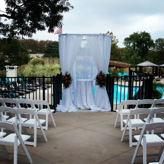 Outdoor wedding at Valley Beach