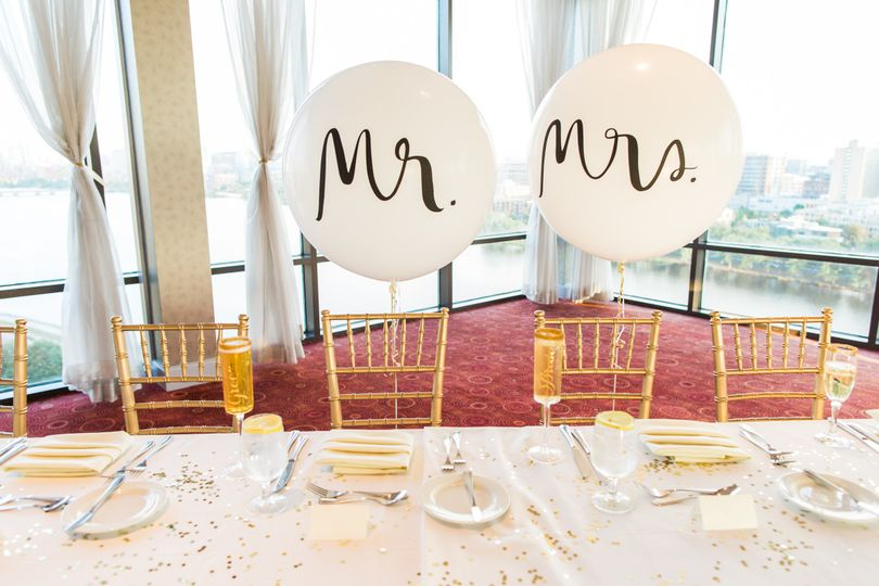 Mr & Mrs Balloons with a view | Kate Spade Balloons | Charles View Ballroom | Photo by Lovely...