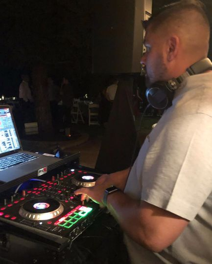 DJ V spinning!