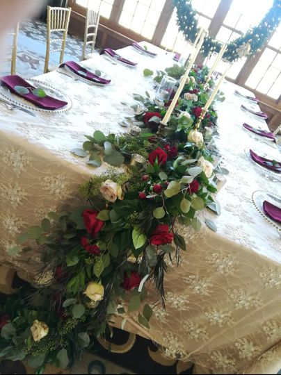 Beautiful linen & garland