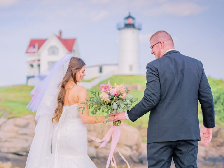 Tmx J Duenas Couple At The Nubble Light 51 11176 160848737719022 York Harbor, ME wedding catering