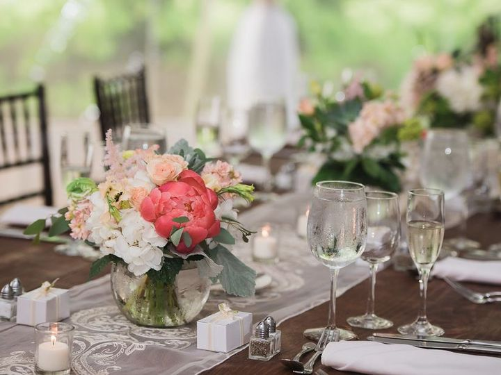 Tmx Wedding Pink Flowers Tablesetting 51 11176 160848753751483 York Harbor, ME wedding catering