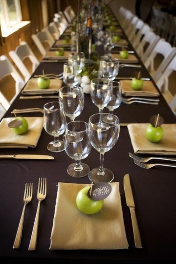 800x800 1245296000445 tablesetting2