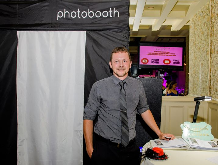 Dan and the Enclosed Booth