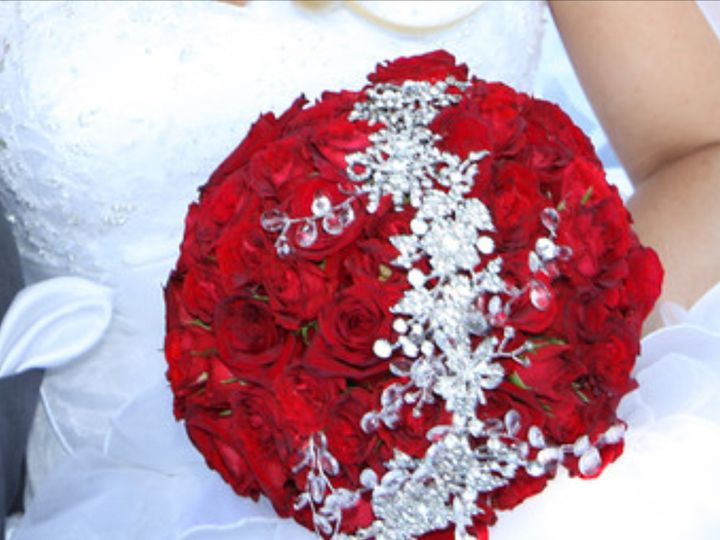 Tmx 1425912867135 Tight Rose Bouquet With Crystal Crown White Plains wedding florist