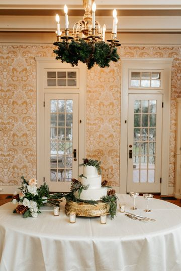 Wedding Cake in the Mansion
