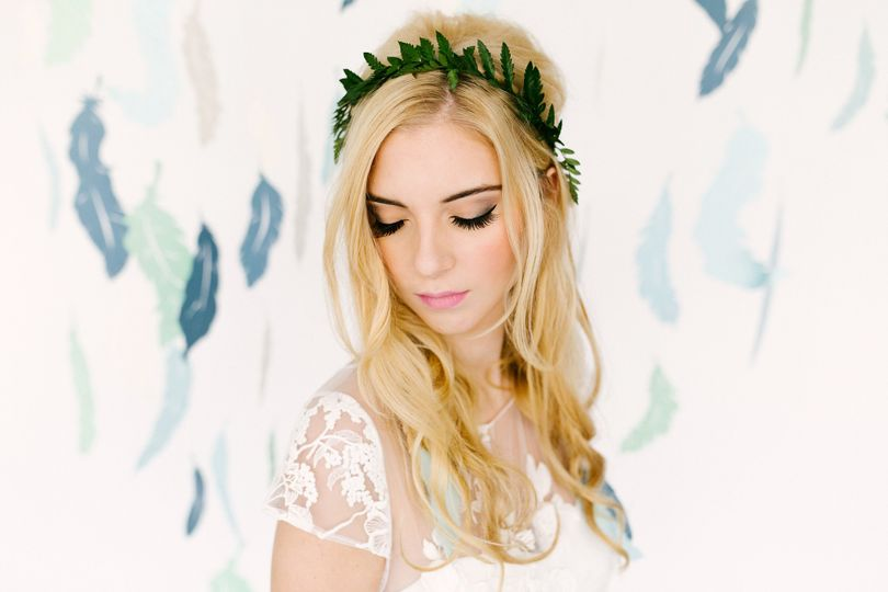 paper feather backdrop diy 24