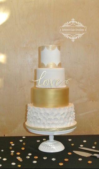 800x800 1448817424888 White And Gold Wedding Cake