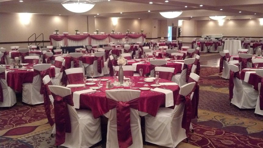 Simple yet elegant cranberry reception at the Isle Center Grand Ballroom