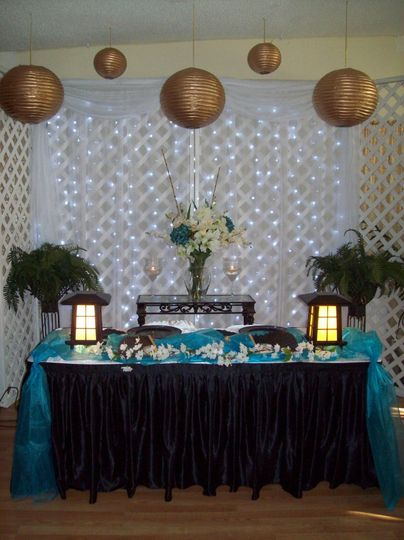Head table with pagoda lanterns