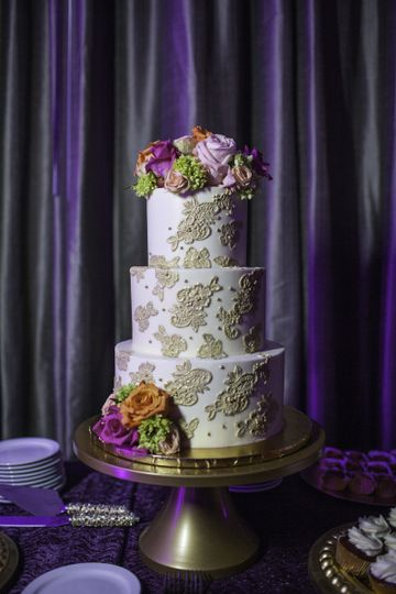 Pattern design on cake