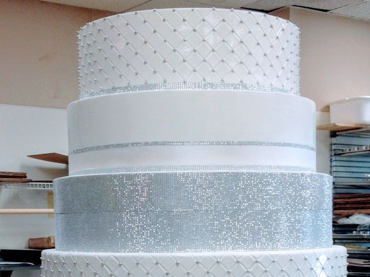 Tmx 1519591479 638b99bf617de0cb 1519591477 Eb2ff91dfa56f509 1519591477399 10 IMG 4365 Bloomfield, NJ wedding cake