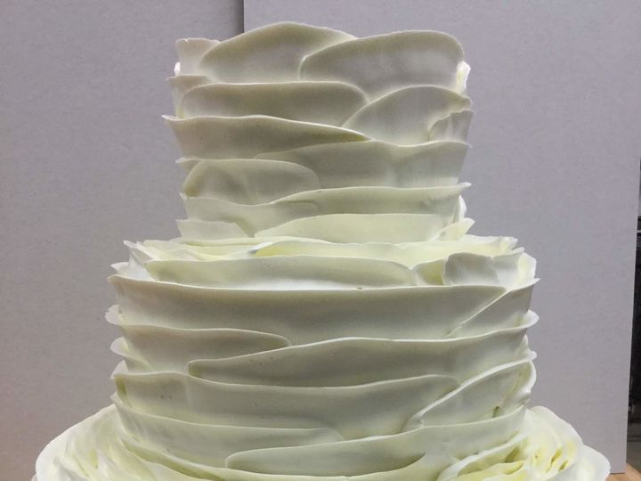 Tmx 1537222653 5c06374ec591b9e9 1537222652 C84367a49780ffa5 1537222651656 6 White Ripple 8 3 Bloomfield, NJ wedding cake
