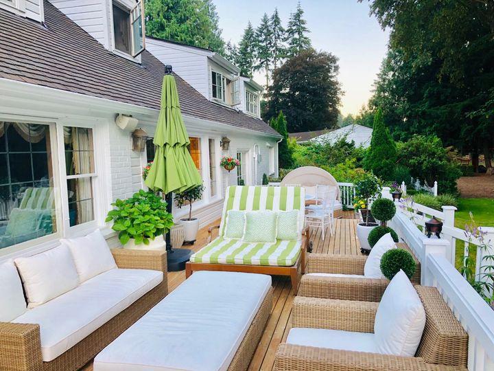 Riverside deck lounge