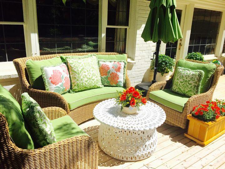 Riverside lounge