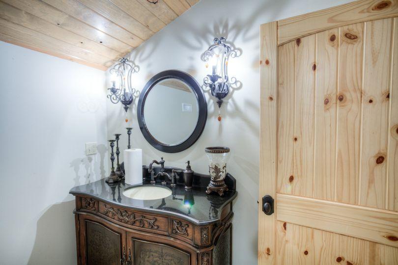 Groom's Suite bathroom