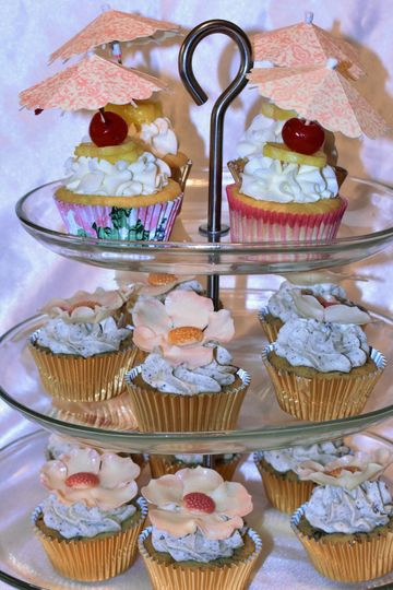 Wedding cupcakesPina Colada and Cookies n' Cream.