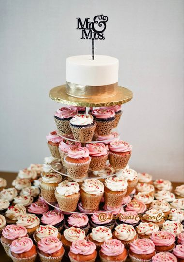 wedding cupcake tower with gold lace rose swirl