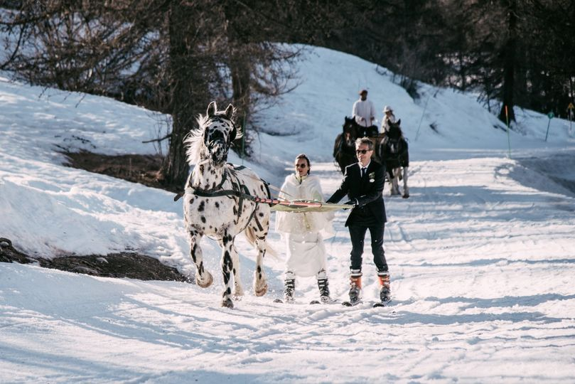 Ski-joering couple entrance