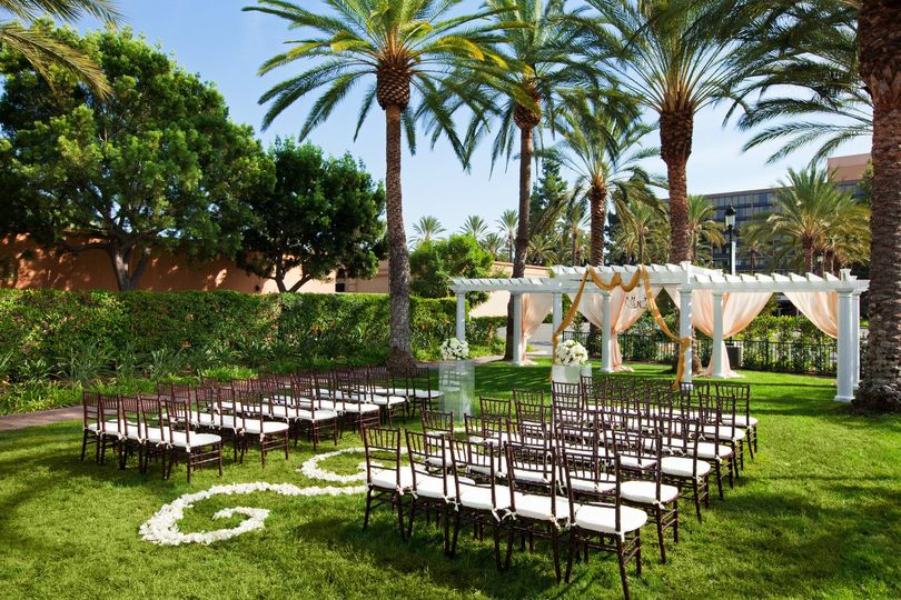 800x800 1429113974530 She1569ed 159431 Outdoor Wedding Ceremony