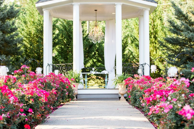Aisle to the gazebo