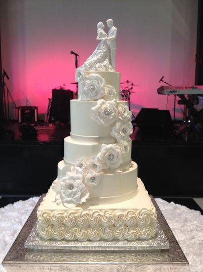 dulce desserts wedding cake nashville tn weddingwire. Black Bedroom Furniture Sets. Home Design Ideas