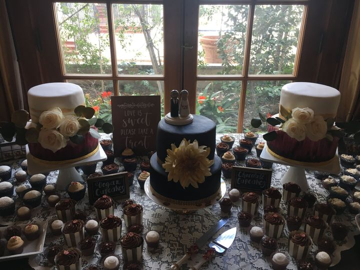 The Maxwell House WeddingCakes, Cupcakes, Decorated CookiesCake flavors: Vanilla w/Strawberry and...