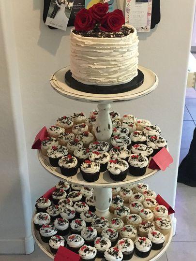 Rose Wedding Cake with matching CupcakesVanilla w/ fresh Strawberries