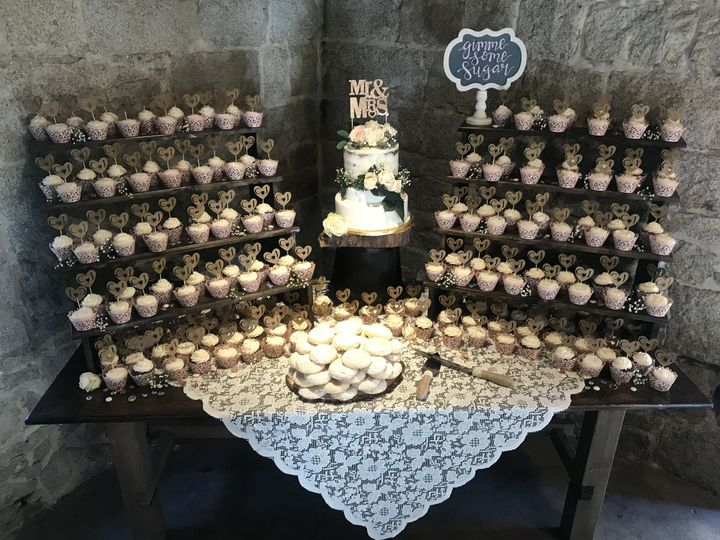 Wedding Cake and Cupcake DisplayCake Flavor: Hummingbird