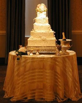 Wedding cake spotlight