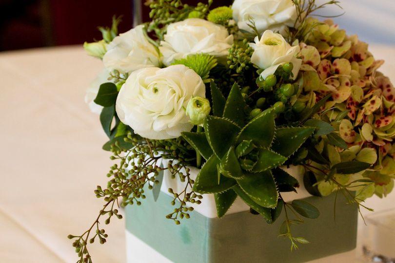 White flower tabler decor
