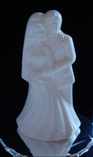 bride groom figurine