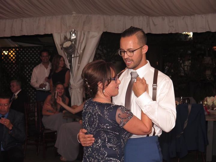 The groom and his mother dancing