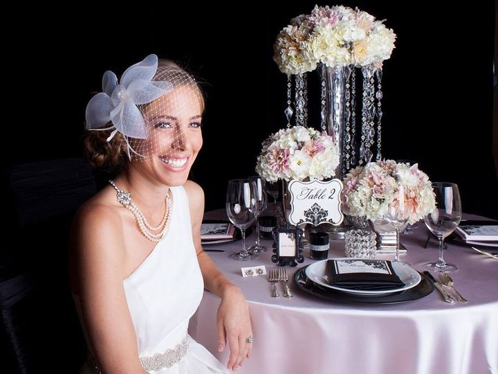 Elegant bride and the sweetheart table
