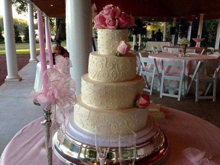 Four-tiered wedding cakes