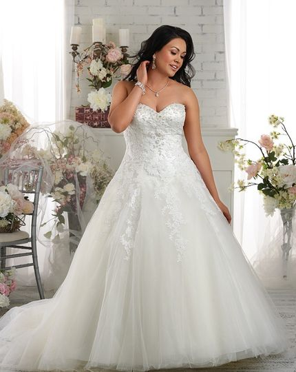 Sincerely Yours Bridal - Dress & Attire - Ballwin, MO - WeddingWire