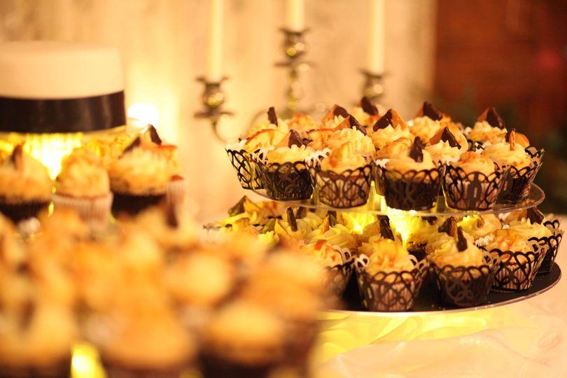 A Cupcake Social - Wedding Cake - Minneapolis, MN - WeddingWire
