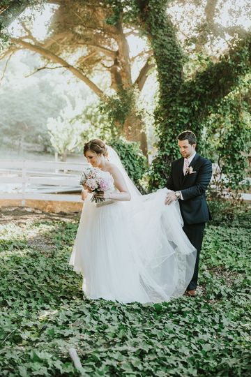 847d1bfbb06e3fd4 1516221262 1d7f47581b8702f4 1516221256346 9 EmilyBryan Wedding