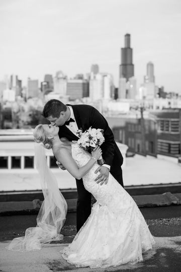 Couple kissing - chicago backdrop