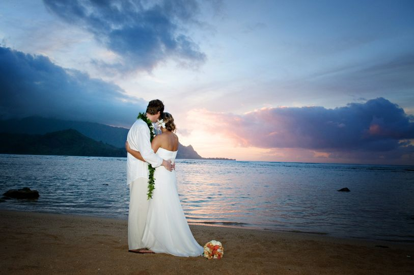 beautiful sunset wedding north shore kauai
