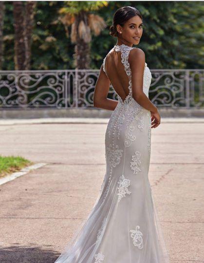 Open back mermaid bridal dress