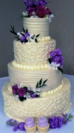 gigi s cupcakes wedding cake gigi s cupcakes wedding cake wauwatosa wi weddingwire 14700