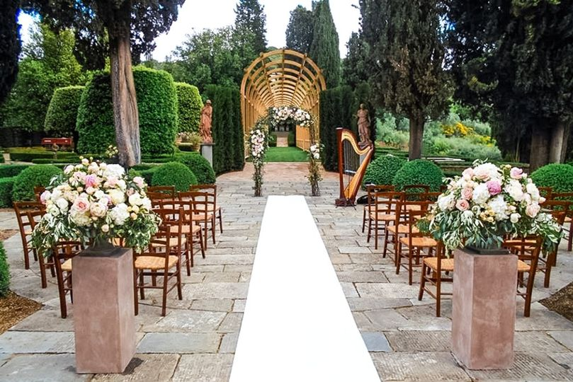 Villa outdoor civil ceremony