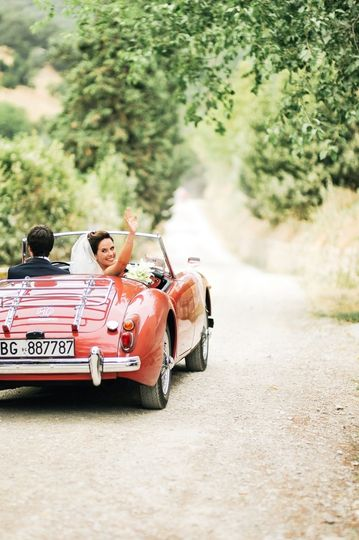Vintage cabrio wedding car Tuscany Wedding